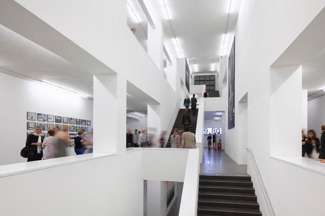 Ausstellungsansicht Santiago Sierra, Foto: Henning Rogge/Deichtorhallen Hamburg